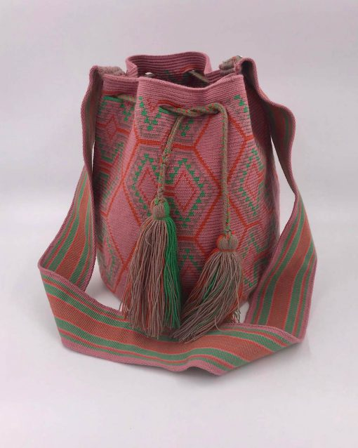 Ethnic bags: Discover our large collection of bags handmade by the Wayuu people of Colombia